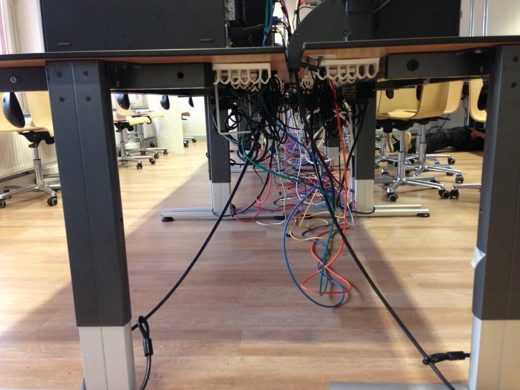 Kabels Wegwerken Bureau.Werkplekbekabeling Weggewerkte Kabels Fusernet Ict Services