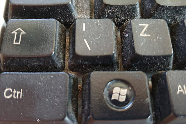 fusernet-schoonmaken-computer-toetsenbord